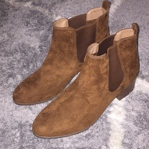 New! Sz 11 suede ankle boots with heels.